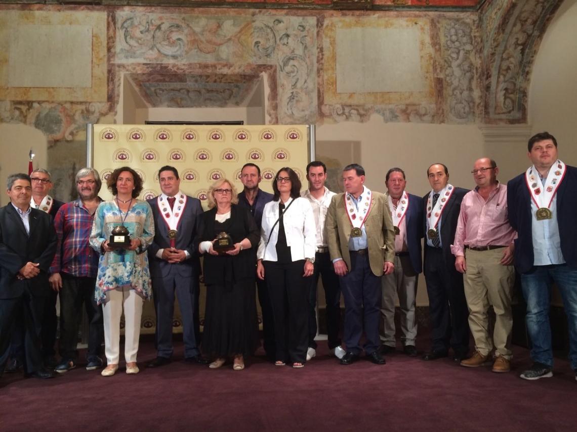 Dionisio Miguel Recio premiado por su apoyo a la gastronomía de la Región
