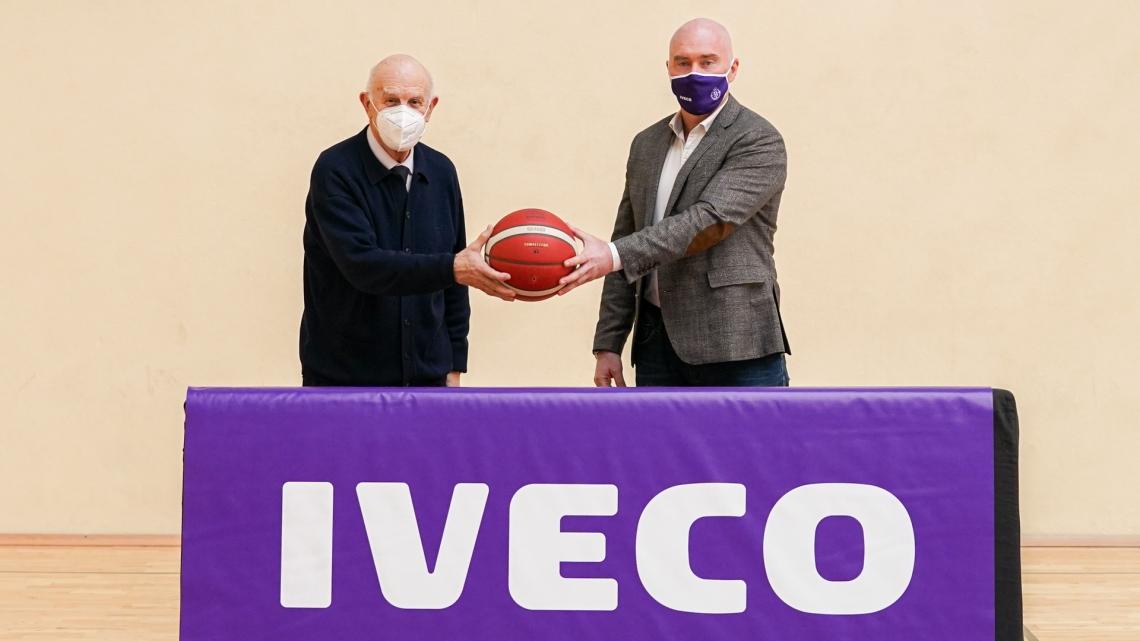 Mike Hansen, presidente del Real Valladolid Baloncesto y Jesús Mediavilla, presidente del Banco de Alimentos de Valladolid